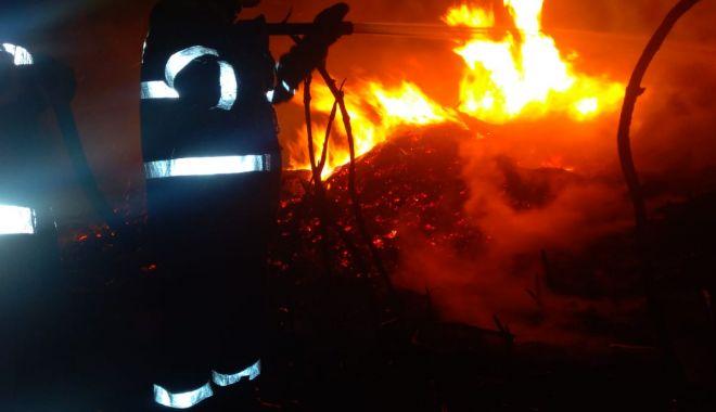 INCENDIU MISTUITOR la Ostrov! Nouă ore s-au luptat pompierii cu flăcările! - 3octincendiuostrov-1570092184.jpg
