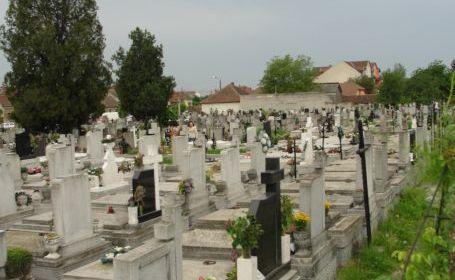 Mort dezgropat și jefuit de… 20 de lei - 4-1323848289.jpg