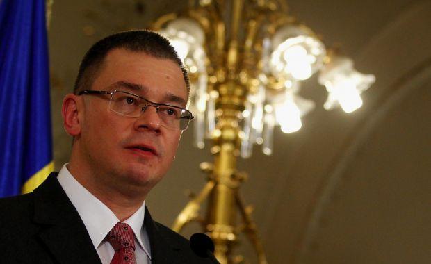 Foto: Mihai Răzvan Ungureanu, ales preşedinte al Partidului Forța Civică