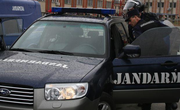 """Foto: Jandarmii constănţeni, alături de elevii de la Colegiul Pedagogic """"Constantin Brătescu"""""""