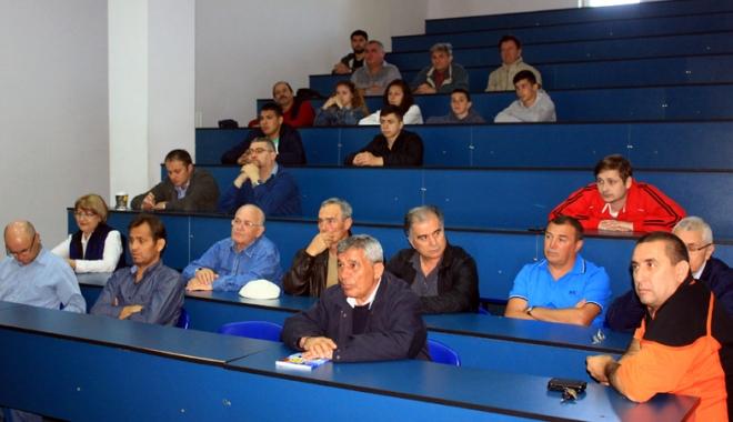 Traian Petcu, a treia lansare de carte. Următorul obiectiv: Muzeul sportului constănţean! - 4-1462724125.jpg
