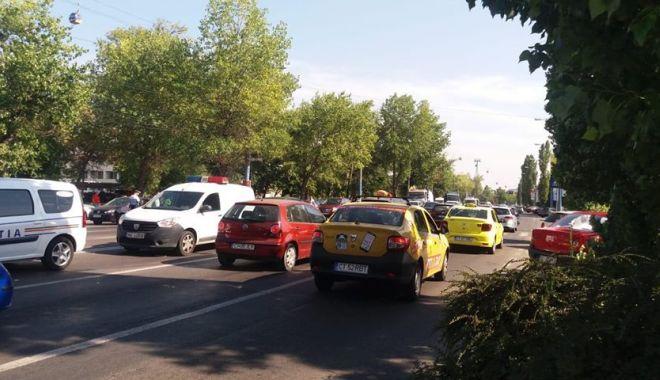 Foto: GALERIE FOTO. Accident rutier în Mamaia. Se circulă cu dificultate spre Năvodari!