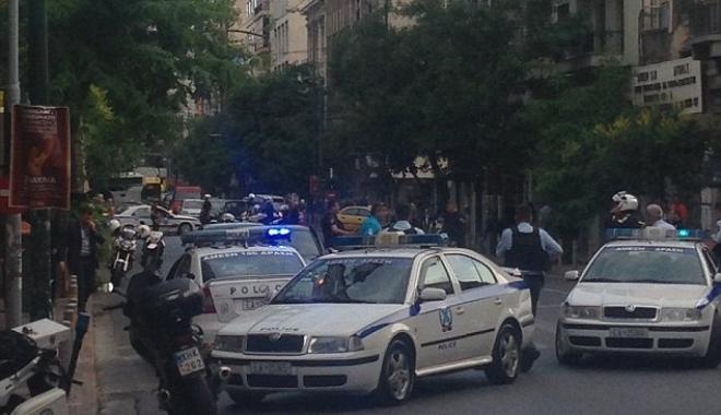 Foto: ALERTĂ / EXPLOZIE ÎN CENTRUL ATENEI. Fostul premier Lucas Papademos, rănit
