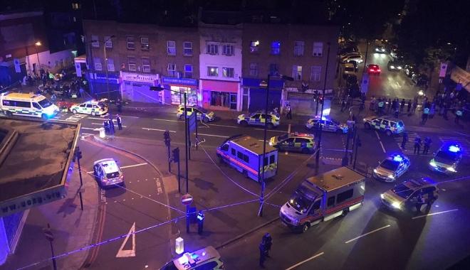 Foto: ATENTAT LONDRA / Un mort şi opt răniţi după ce un vehicul a intrat în pietoni. Galerie FOTO