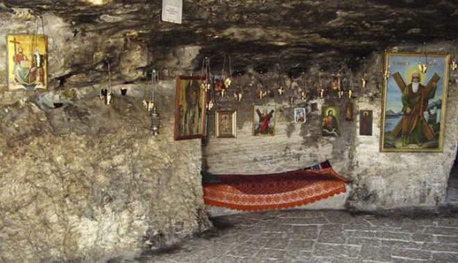 12 episcopi prezenți mâine la Peștera Sfântului Andrei - 422-1354194437.jpg