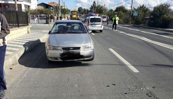 Foto: Minoră de 16 ani, lovită de maşină! Fata traversa strada pe trecerea de pietoni