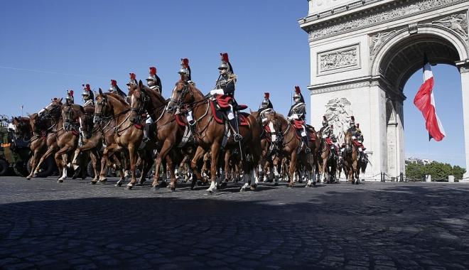 Foto: GALERIE FOTO / ZIUA NAŢIONALĂ A FRANŢEI. Trump şi Macron, la parada de pe Champs-Elysees din Paris