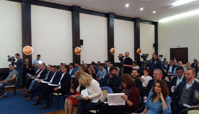 Foto: Vot favorabil! Elevii și profesorii de excepție, premiați de Primăria  Constanța