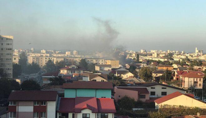 Foto: GALERIE FOTO / Incendiu la o casă din Constanţa. Intervin mai multe autospeciale