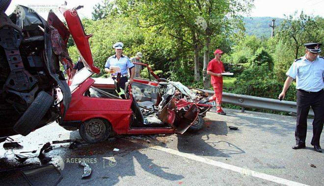Foto: TRAGEDIE PE ŞOSEA! O persoană a decedat, alte două sunt rănite, în urma unui grav accident rutier