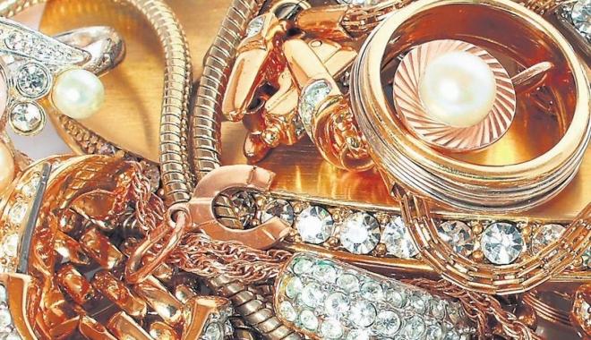 Foto: RECORD. 52 de kilograme de diamante, pietre scumpe şi aur de contrabandă au fost capturate