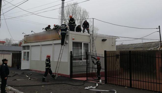 Foto: Incendiu în Constanţa. Pompierii intervin la Hanul Amzacea