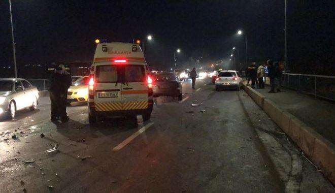 GALERIE FOTO / ACCIDENT RUTIER GRAV pe podul de la Medgidia. Şase maşini au fost avariate