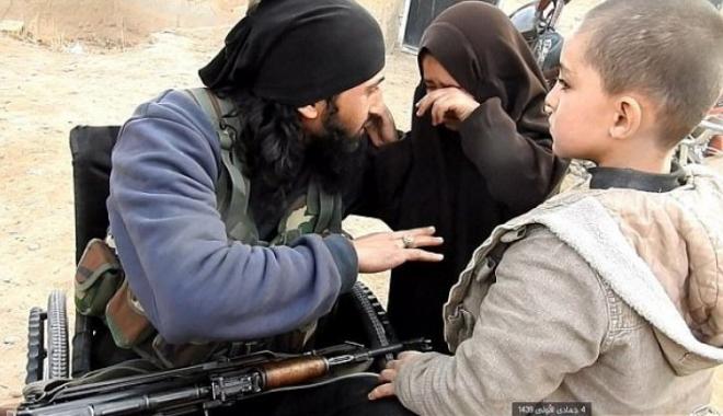 Foto: Momentul halucinant în care un jihadist își ia rămas bun de la copiii săi, înainte să se detoneze