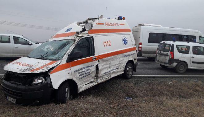 Foto: Accident rutier la Constanţa, după ce un şofer nu a acordat prioritate ambulanţei
