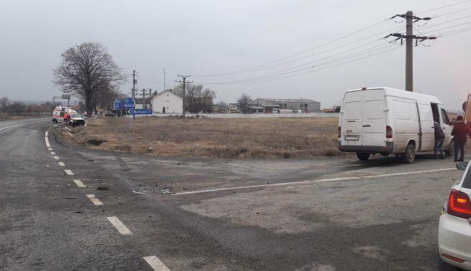Accident rutier la Constanţa, după ce un şofer nu a acordat prioritate ambulanţei - 49938739113956191953015114483696-1547213881.jpg