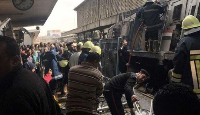 Foto: Cel puţin 25 de morţi şi 40 de răniţi, într-un accident de tren urmat de un incendiu