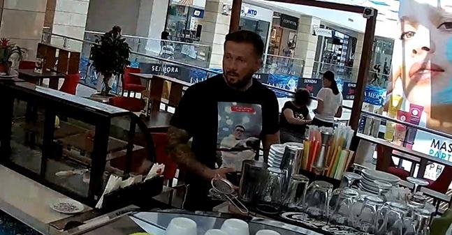 Foto: Căutat de Poliție după ce a bătut o femeie într-o cafenea! L-AȚI VĂZUT?