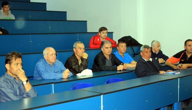 Traian Petcu, a treia lansare de carte. Următorul obiectiv: Muzeul sportului constănţean! - 5-1462724141.jpg