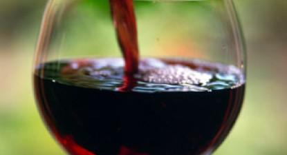 Foto: Elixirul tinere�ii se afl� �n trei pahare de vin ro�u