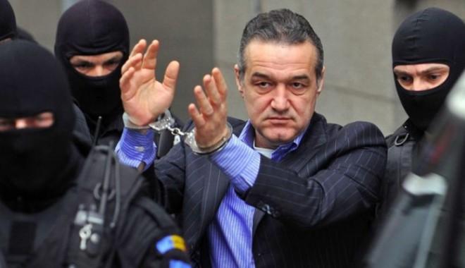 Gigi Becali ar putea ieși din închisoare pentru a se opera de hernie de disc - 525033gigibecalicucatuse88313800-1389515202.jpg