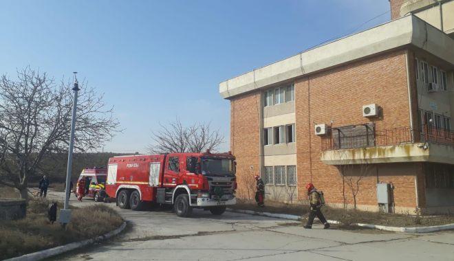 Clădire cu birouri, cuprinsă de un incendiu! Au fost afectate și documente! - 53142650113318754019580050236563-1551433130.jpg