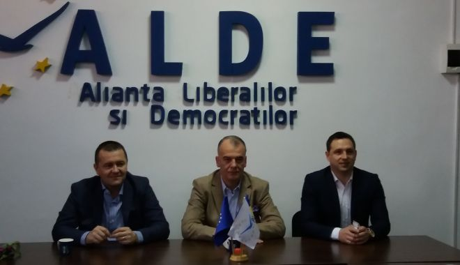 Foto: Doi candidaţi de la Constanţa, pe lista ALDE, pentru europarlamentare