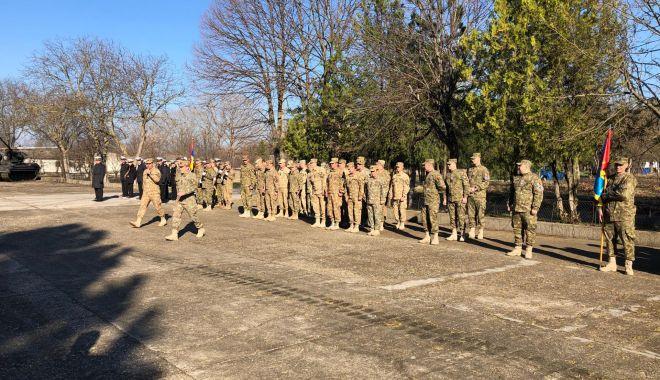 GALERIE FOTO / Momente emoţionante la Constanţa. Militarii români din Afganistan s-au întors acasă - 53435002203471756993888064912650-1552466324.jpg