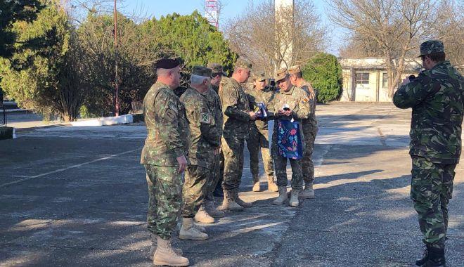 GALERIE FOTO / Momente emoţionante la Constanţa. Militarii români din Afganistan s-au întors acasă - 53662783312292542766021252214403-1552466349.jpg