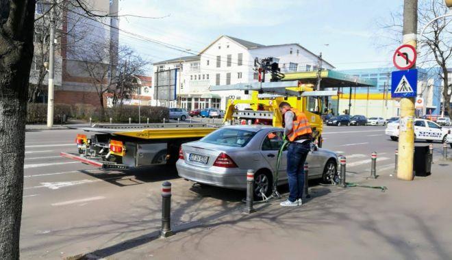 Foto: IMAGINEA ZILEI / Poliţia Locală Constanţa nu a glumit! Maşinile, ridicate pe bandă rulantă