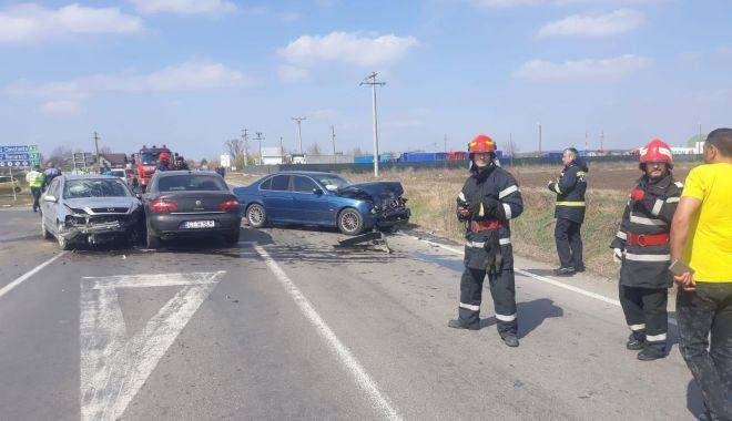 Foto: Accident pe Autostrada Soarelui. Doi oameni, răniţi grav