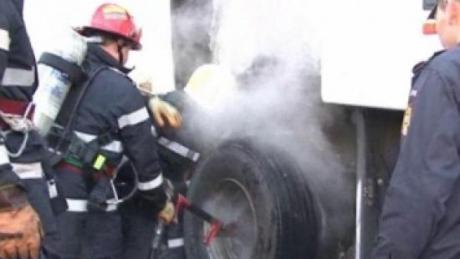 Foto: Un autocar rom�nesc a luat foc �n Bulgaria