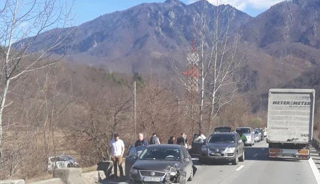 Foto: Accident rutier, cu patru maşini implicate!
