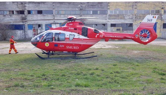 ATV CUPRINS DE FLĂCĂRI! Elicopterul SMURD l-a preluat pe conducătorul auto, ars la nivelul feţei