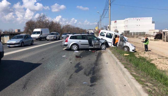 GALERIE FOTO / Accident rutier între Eforii! Două mașini implicate, O VICTIMĂ! - 56215539382697318985959342997637-1554290588.jpg