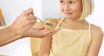 Foto: Alimentaţia sănătoasă îl ajută pe copil să crească sănătos şi frumos