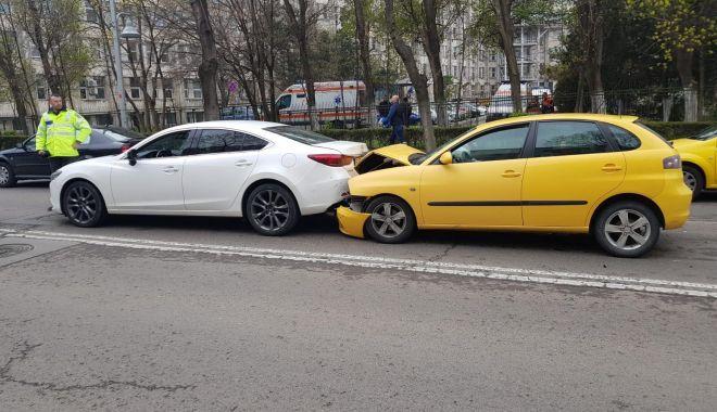 Foto: Accident la Constanţa, între două maşini, conduse de două şoferiţe