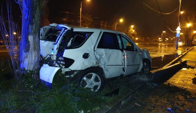 GRAV ACCIDENT la Năvodari, din cauza ploii! O maşină a intrat în stâlp - 56913327766785873714986268563446-1555058315.jpg