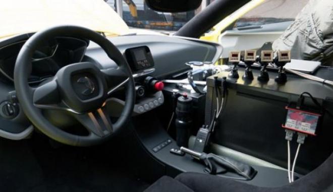 GALERIE FOTO / A apărut prima maşină sport care funcţionează cu apă sărată - 569143500-1476540265.jpg