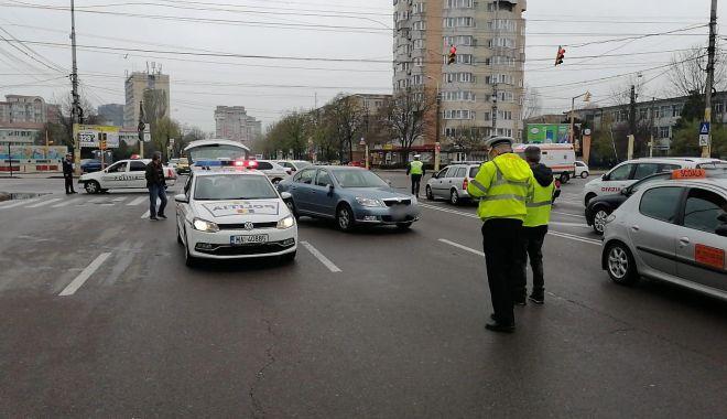 Foto: Accident rutier la Constanţa! Pieton lovit de maşină, după ce a traversat pe roşu
