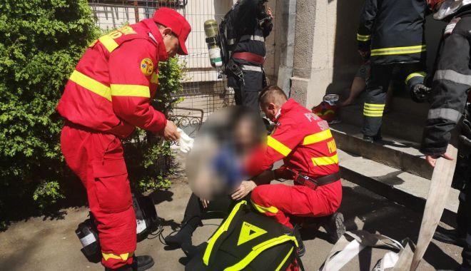 Foto: ALERTĂ 112! Apartament din Constanţa, cuprins de flăcări