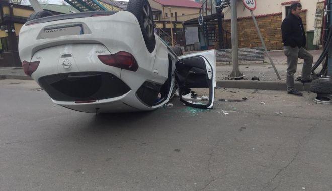 Foto: Ce spune Poliția Constanța despre accidentul cu mașina răsturnată, din Mamaia