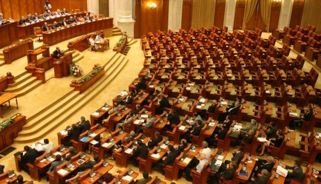 Foto: Parlamentul discută moţiunea de cenzură şi bugetul