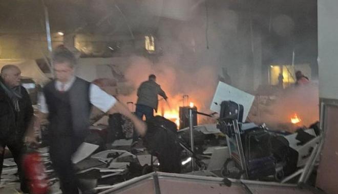 EXPLOZII PUTERNICE PE AEROPORTUL DIN ISTANBUL. BILAN�UL a crescut la 41 de mor�i �i 239 de r�ni�i. Atacatorii s-au aruncat �n aer / Foto �i Video de la fa�a locului