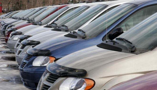 Foto: Piața mașinilor noi a scăzut cu 27% în iunie