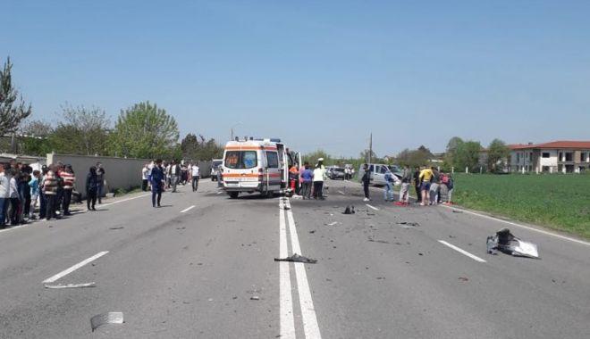Galerie foto. Accident cu CINCI victime, la Constanţa, după ce un autoturism a intrat pe contrasens - 59634073221490691862239027344746-1556877146.jpg