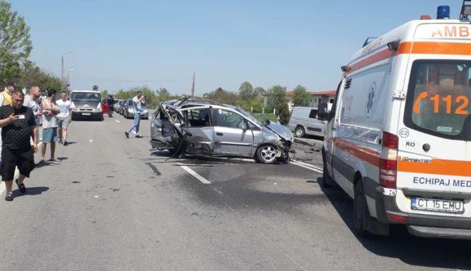 Galerie foto. Accident cu CINCI victime, la Constanţa, după ce un autoturism a intrat pe contrasens - 59750688853304698352294760832136-1556877238.jpg