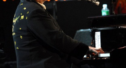 Foto: Elton John se va concentra asupra lansării de albume potrivite cu vârsta sa