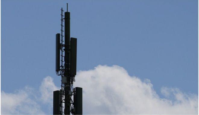 Doi călugări au incendiat o antenă 5G în Franța - 5g-1632318066.jpg