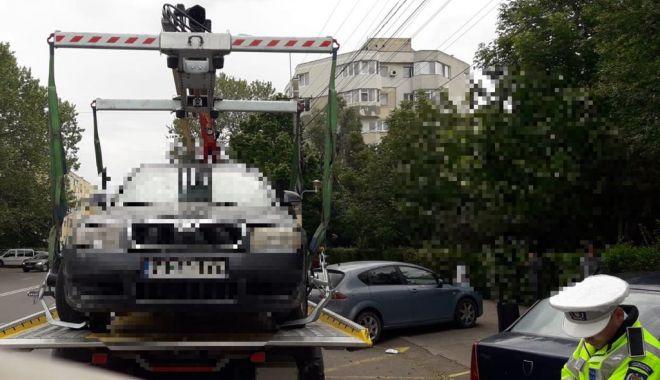 Foto: Şoferi, atenţie unde vă parcaţi maşinile!